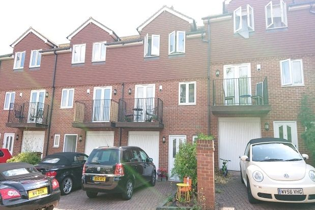 Thumbnail Property to rent in Chatham