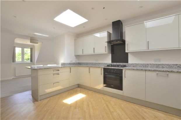 Thumbnail Flat to rent in Wayside Court, Russells Crescent, Horley, Surrey