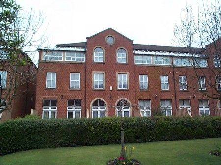 4 bedroom terraced house to rent in Alcantara Crescent, Ocean Village, Southampton