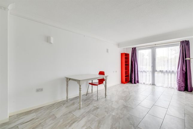 Thumbnail Flat to rent in Homecross House, Fishers Lane, London
