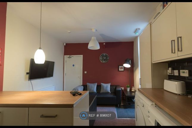 Fully Equipped Communal Kitchen /Diner