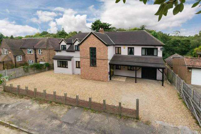 Thumbnail Detached house for sale in Woodlands Drive, Hoddesdon, Hertfordshire
