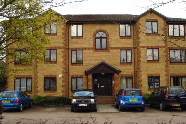 Thumbnail Flat to rent in Kinnaird Close, Taplow, Maidenhead
