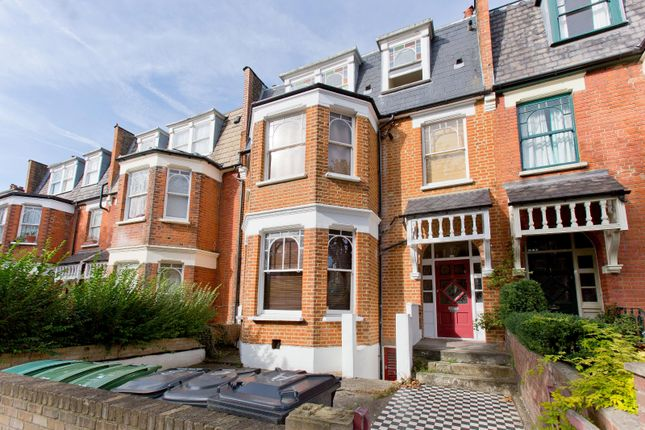 2 bed flat to rent in Stapleton Hall Road, London