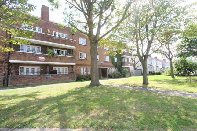 3 bed flat for sale in Myrtle Road, London N13