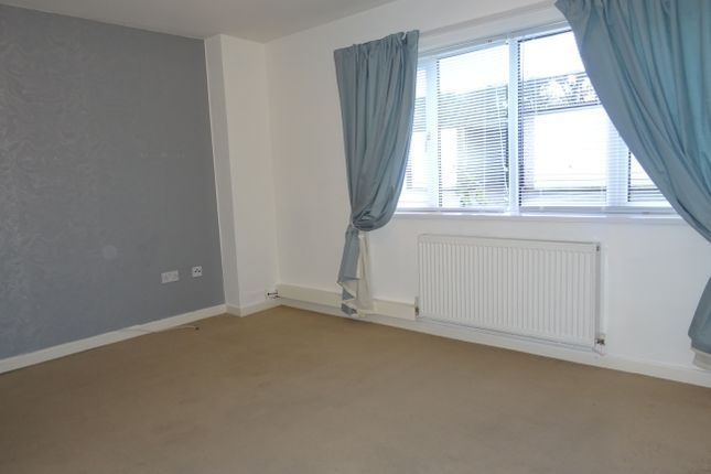Large Lounge of Broom Court, Broom S60