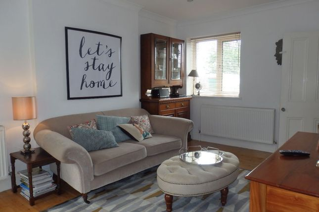 Thumbnail Semi-detached house to rent in Glynderwen Road, Llwynhendy, Llanelli