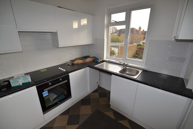 Thumbnail Flat to rent in Centrecourt Close, Worthing, West Sussex