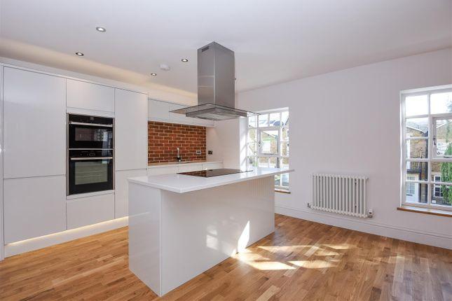 2 bed flat to rent in Welmar Mews, Clapham