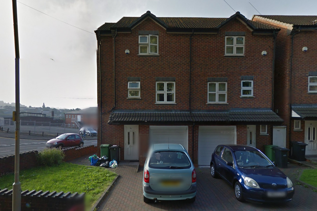 3 bed town house to rent in Brooke Street, Dudley