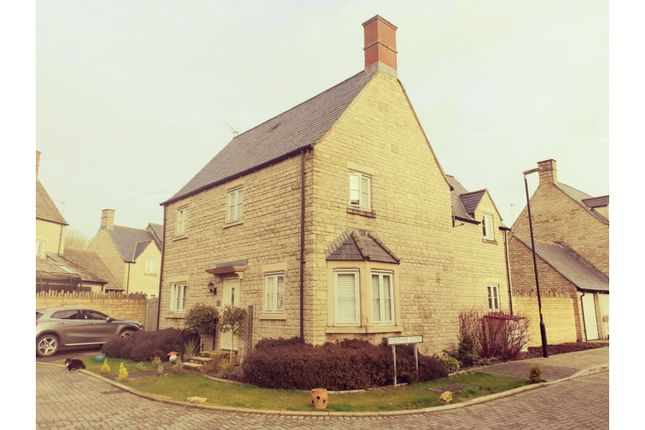 Front of Beecham Close, Cirencester GL7
