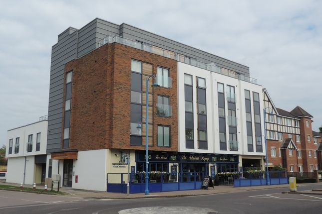 1 bed flat to rent in Checkline House, Darkes Lane, Potters Bar EN6