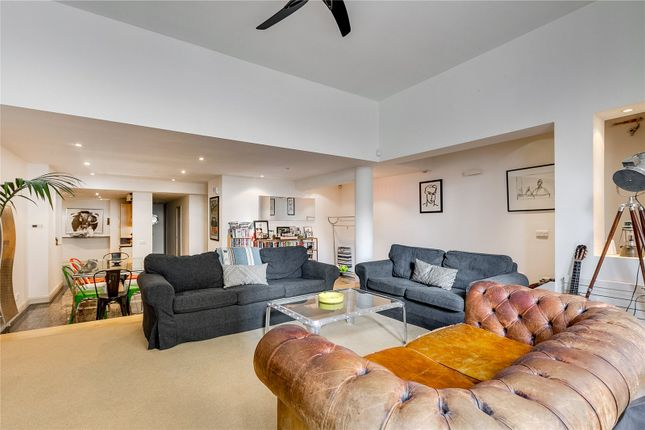 Thumbnail Flat for sale in Earls Court Square, London