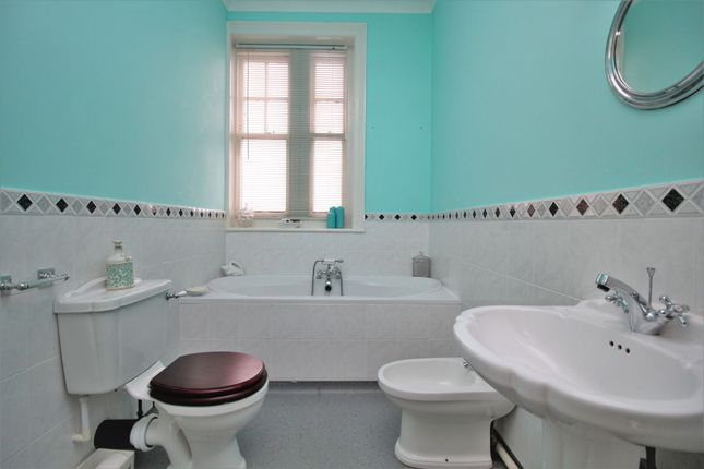 Family Bathroom of Sedlescombe Road South, St. Leonards-On-Sea TN38
