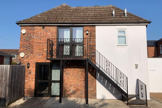 2 bed flat to rent in Station Road, Marlow SL7