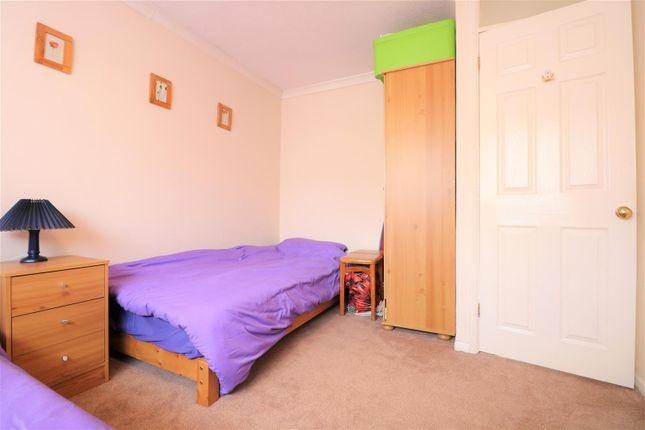 Cherrywood Drive Northfleet Gravesend Da11 3 Bedroom