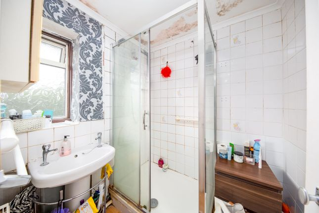 Shower Room of Colne Close, Bicester OX26