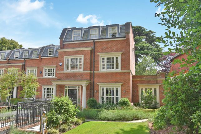 Thumbnail Mews house for sale in Warrenhurst Gardens, Warrenhurst, Weybridge, Surrey