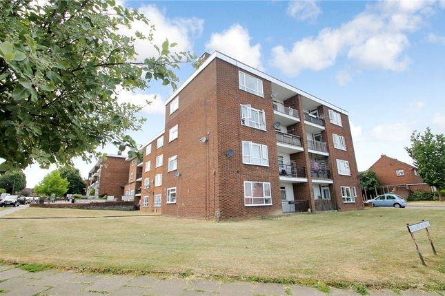 Thumbnail Flat for sale in Abbots Avenue West, St. Albans, Hertfordshire