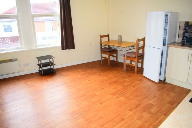 Thumbnail Flat to rent in Albert Road, Southsea, Portsmouth, Hampshire
