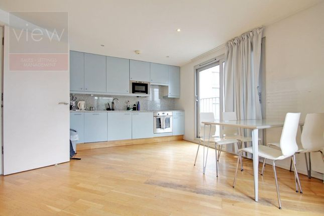 Thumbnail Flat to rent in Goswell Road, Angel Islington