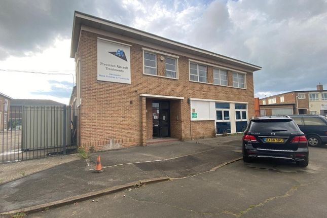 Thumbnail Commercial property to let in Trafford Road, Reading, Berkshire