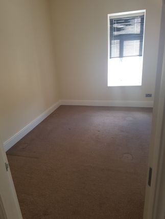 Thumbnail Flat to rent in Heron Cross, Stoke-On-Trent