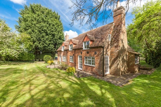 Thumbnail Cottage to rent in Wotton Underwood, Aylesbury