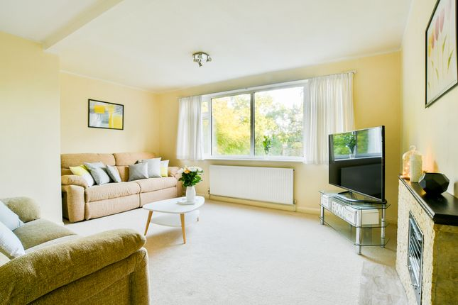 Thumbnail Terraced house for sale in Queens Court, Woking