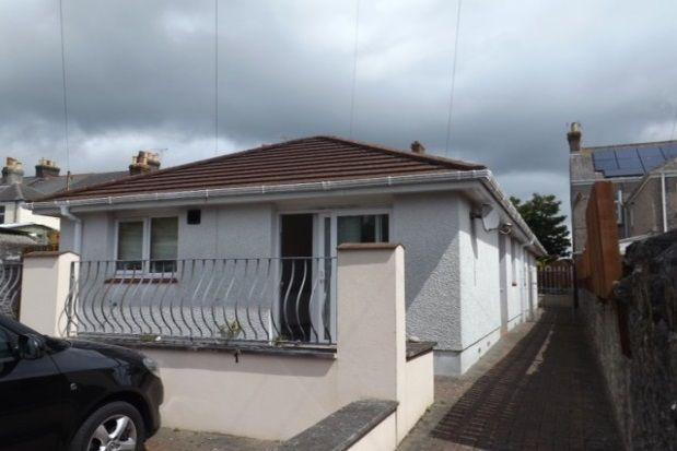 Thumbnail Bungalow to rent in Vicarage Road, Torpoint