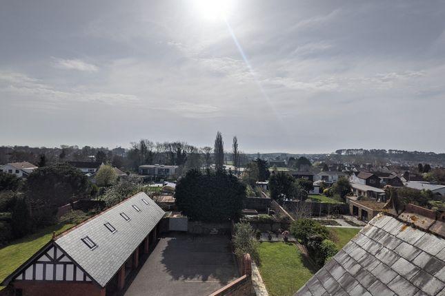 3 bed flat to rent in Victoria Road, Penarth CF64