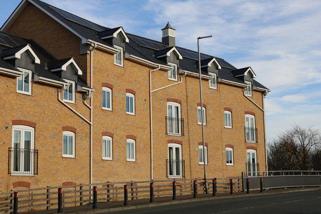 Thumbnail Flat to rent in Riverside Court, 5 Riverside Court