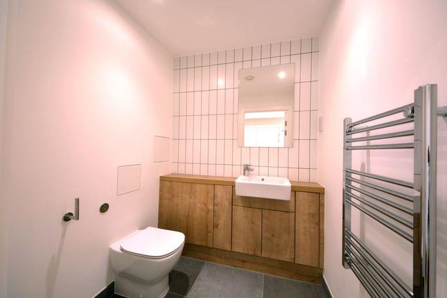 Bathroom of Grove Street, Deptford Landings, Deptford SE8