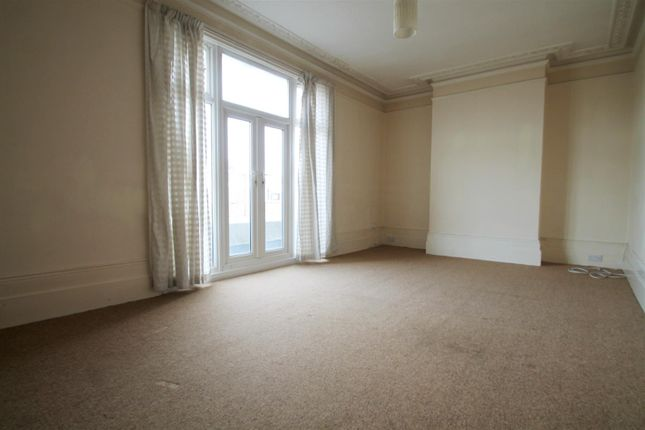 Thumbnail Flat to rent in Bradfield Walk, Worthing