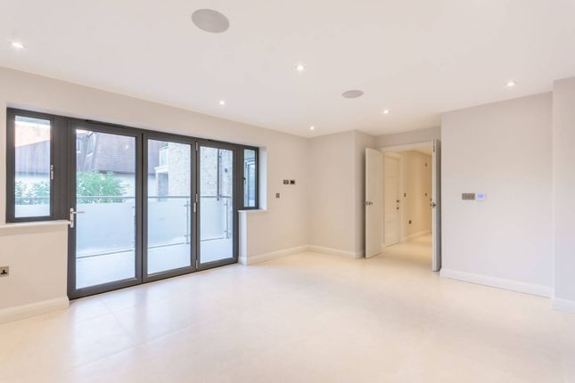 Thumbnail Flat for sale in Elysium Court, Enfield