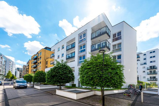 Thumbnail Flat to rent in Osiers Road, East Putney, London
