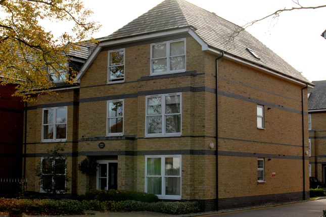 2 bed flat to rent in Gallery Court, Vicarage Road, Egham