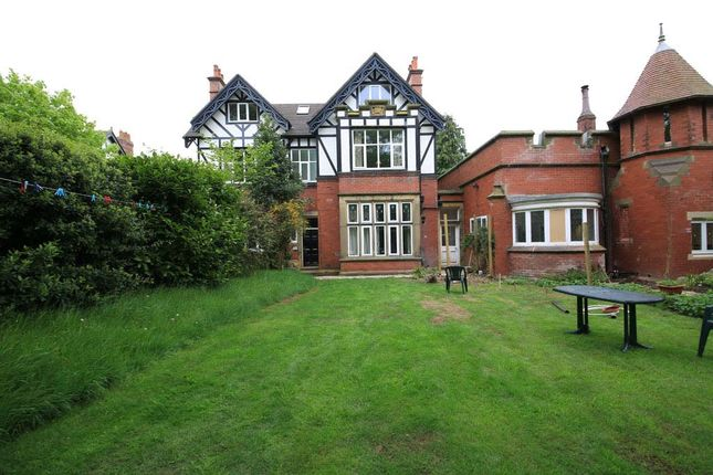 Thumbnail Flat to rent in 2 Bedroom, 2 Bathroom Apt., The Drive, Roundhay, Leeds