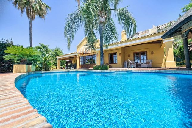 Villa for sale in Puerto Del Almendro, Benahavis, Malaga