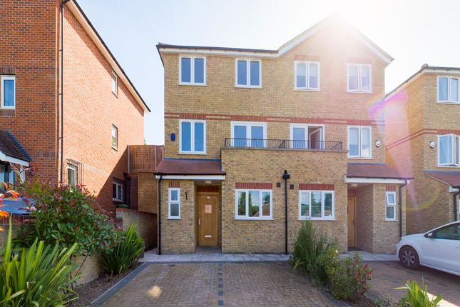 Thumbnail Town house to rent in Kingsmead Road, High Wycombe