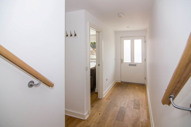 Thumbnail Duplex to rent in Harbinger Road, London