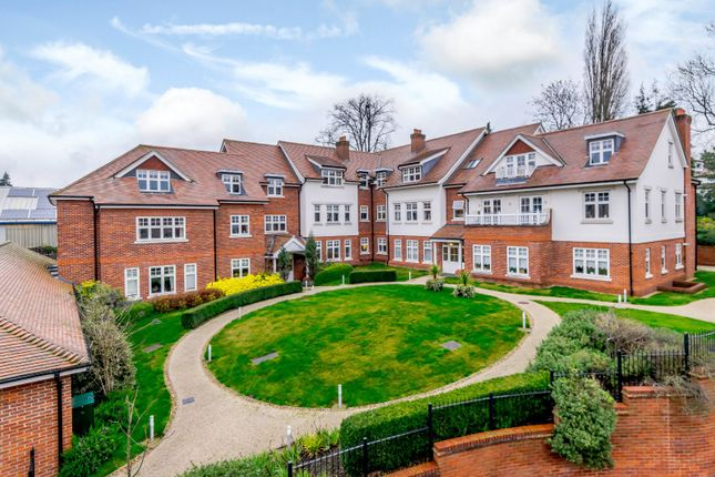 2 bed flat for sale in The Foresters, Harpenden, Hertfordshire AL5