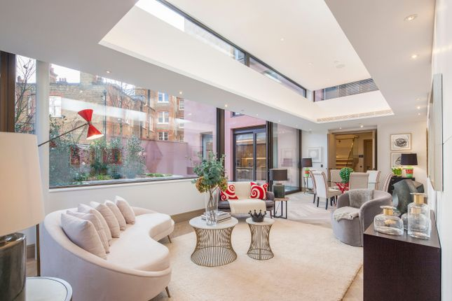 Thumbnail Flat for sale in Chiltern Street, London