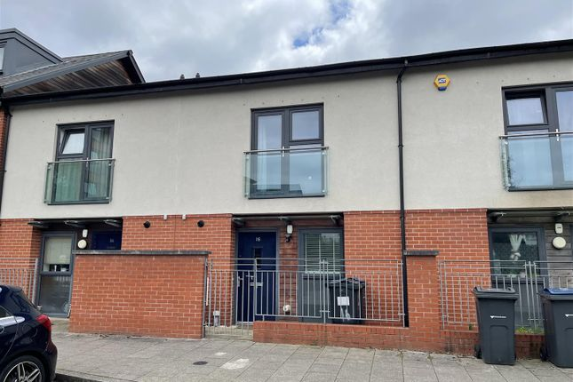 3 bed town house to rent in Windrush Grove, Edgbaston, Birmingham B15