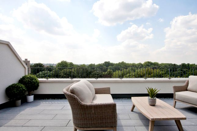 Thumbnail Flat for sale in Bishops Gate, London