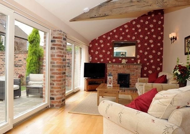 Thumbnail Cottage to rent in Heslington, York