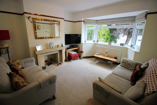 Living of Woodside Avenue, Old Walcot, Swindon SN3