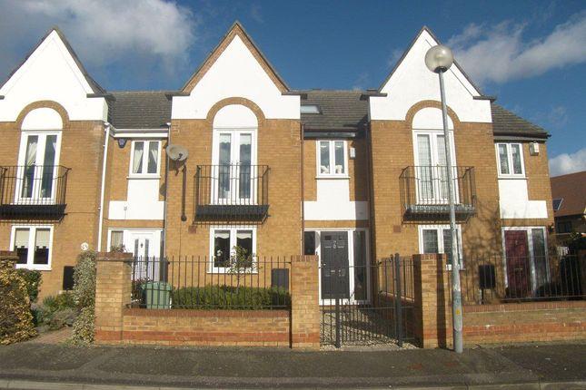 Thumbnail Property to rent in Wallis Close, St Leonards Hamlet, Hornchurch