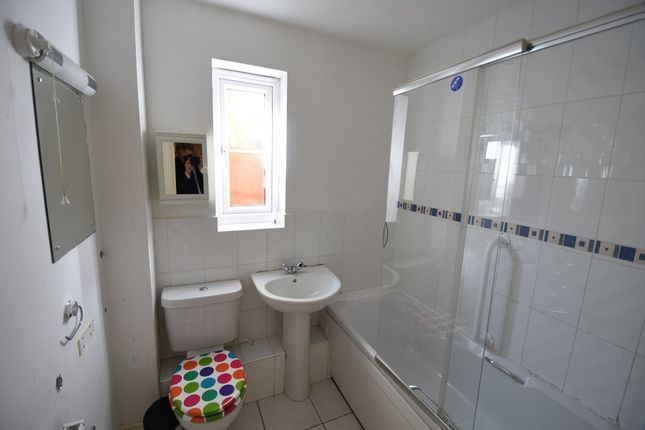 Bathroom of Rushes Close, Beeston NG9