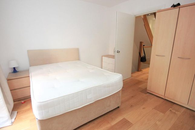Room to rent in Benyamin Apartments, Rotherhithe Street, Canada Water, London